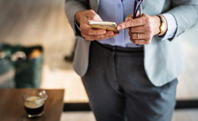 Сотовые операторы зарабатывают на клиентах банков