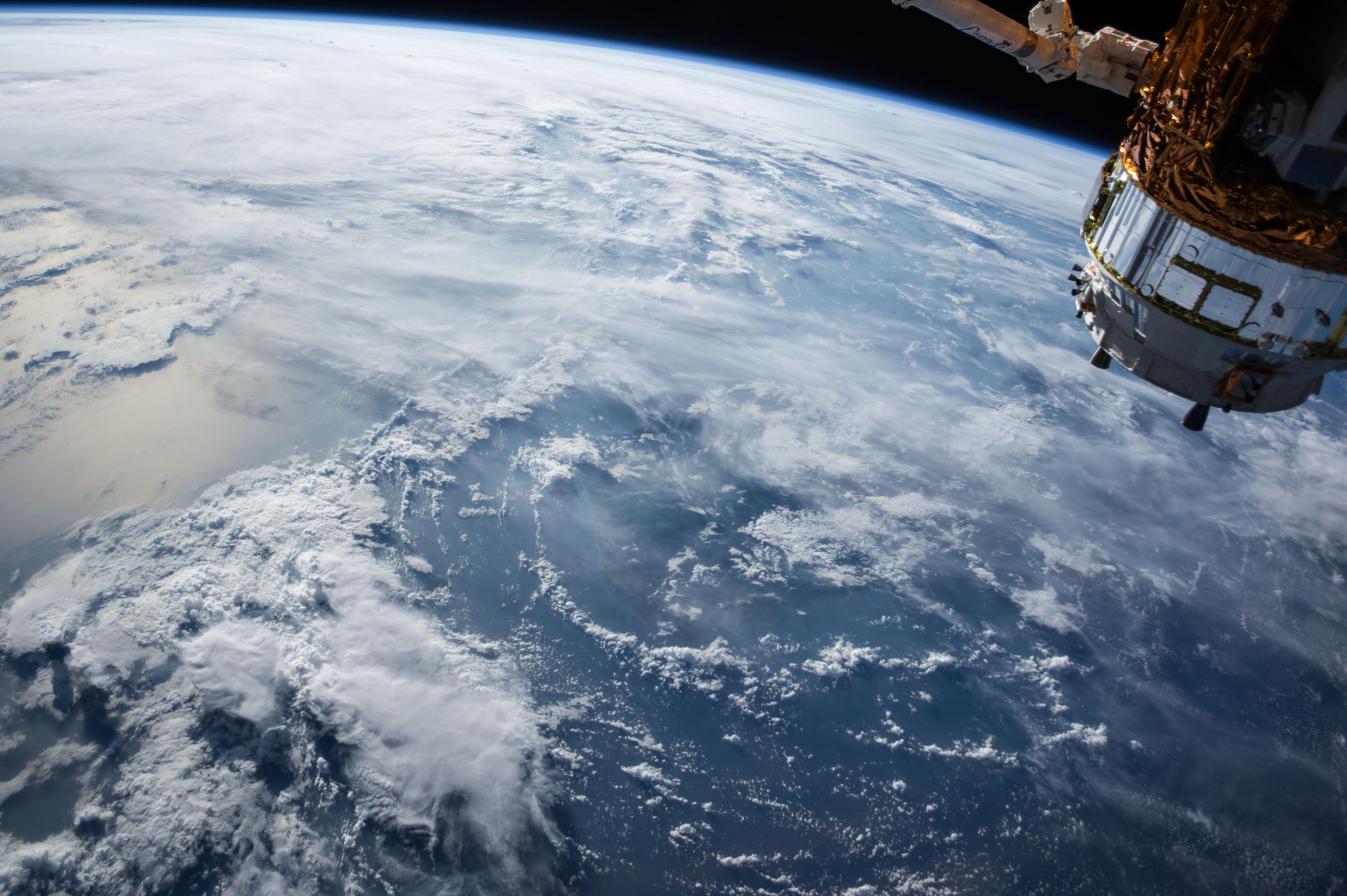 Граждане РФ не могут ввозить спутниковые телефоны
