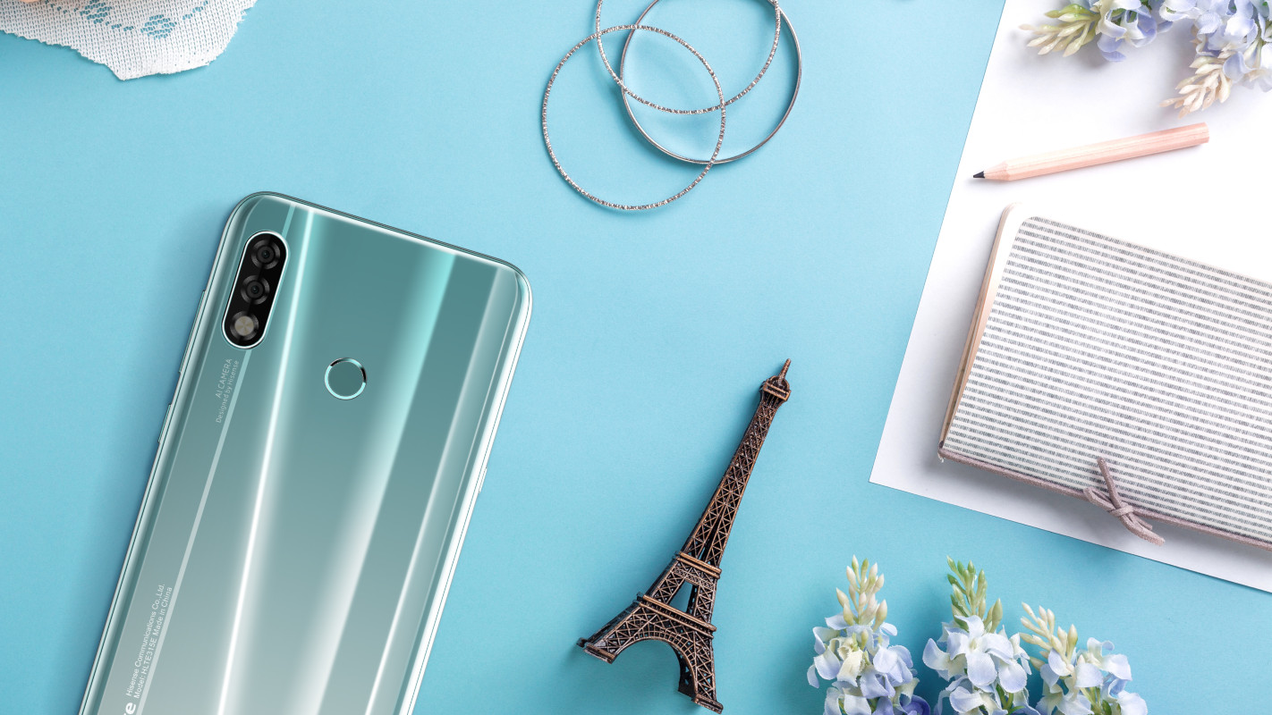 Смартфон Hisense H30 в продаже в России