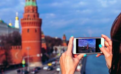 Москвичи смотрели Парад Победы из дома